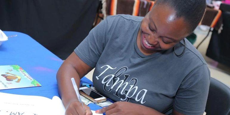 ayesha-signing
